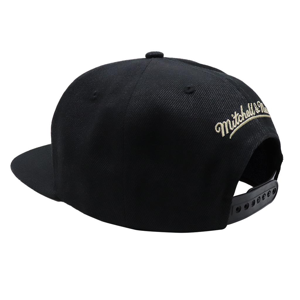 GORRO MITCHELL & NESS BLACKOUT TRP SLICE BUCKS