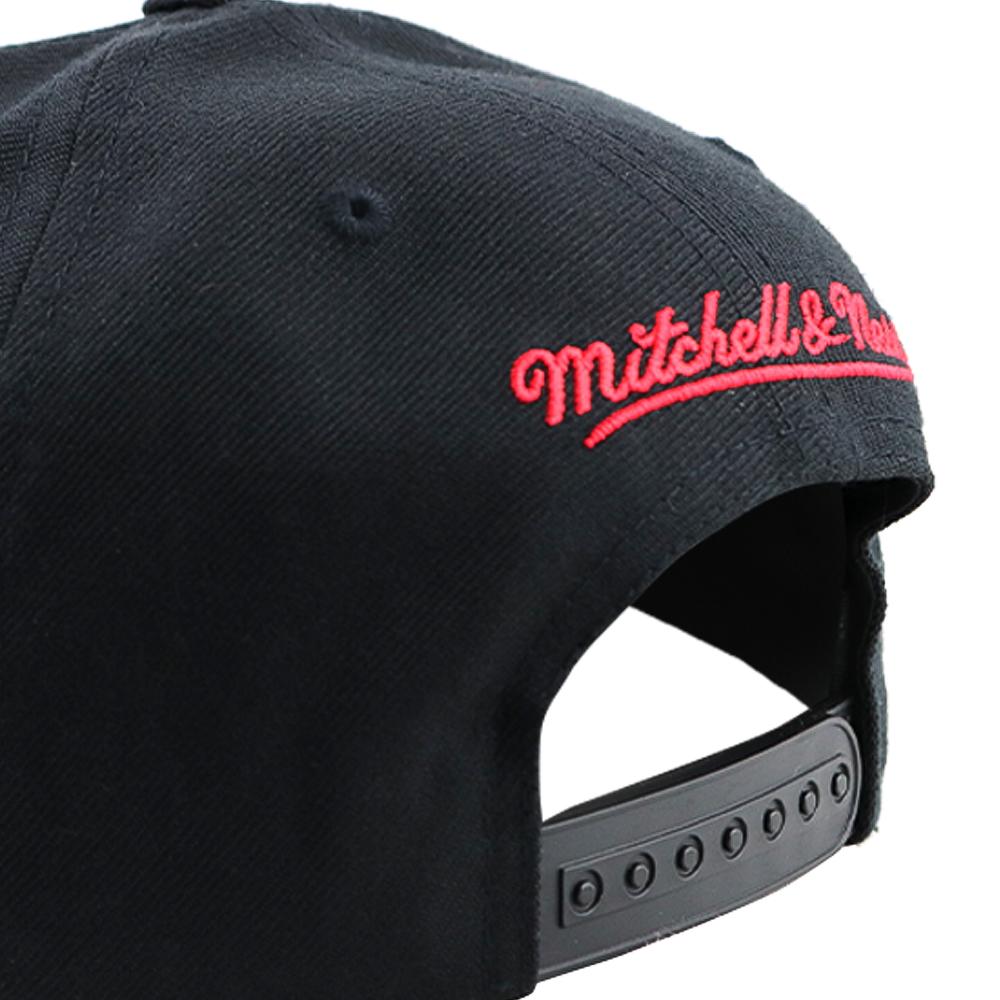 GORRO MITCHELL AND NESS CHICAGO BULLS SNAPBACK BLACK / RED